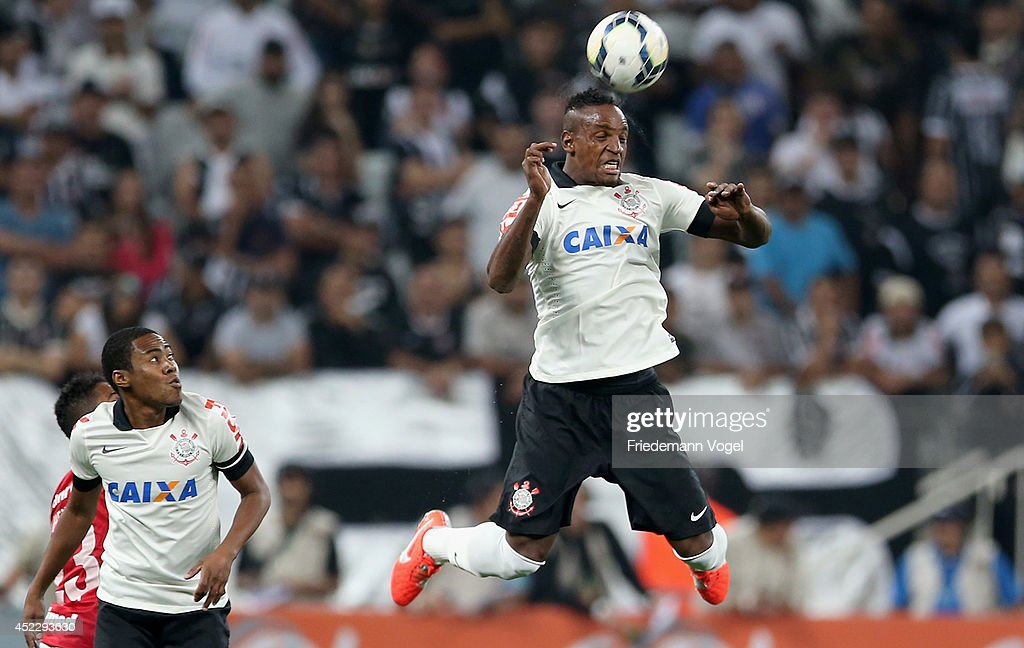 Cleber (R) of Corinthians heads the ball during the match between Corinthians and Internacional for the Brazilian Series A 2014 at Arena Corinthians on July 17, 2014 in Sao Paulo, Brazil.