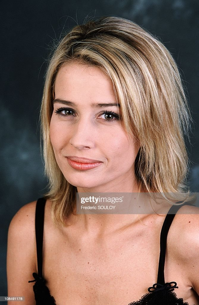 <b>Clemence Arnaud</b>, TV entertainer in France in February , 2000. - clemence-arnaud-tv-entertainer-in-france-in-february-2000-picture-id108491178