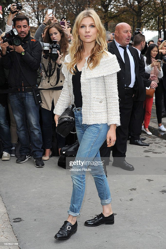 <a gi-track='captionPersonalityLinkClicked' href=/galleries/search?phrase=Clemence+Poesy&family=editorial&specificpeople=765034 ng-click='$event.stopPropagation()'>Clemence Poesy</a> arrives at Chanel Fashion Show during Paris Fashion Week Womenswear SS14 - Day 8 on October 1, 2013 in Paris, France.