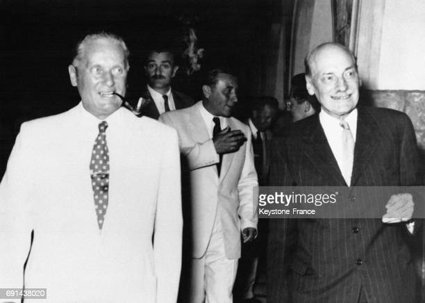Clement Attlee et le Président Tito arrivant à la réception donné en l'honneur de l'ancien Premier ministre britannique à Bled yougoslavie le 20 mai...