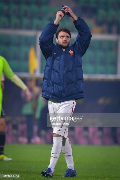 Clement Grenier of AS Roma greets his fans after the Serie A match between US Citta di Palermo and AS Roma at Stadio Renzo Barbera on March 12 2017...