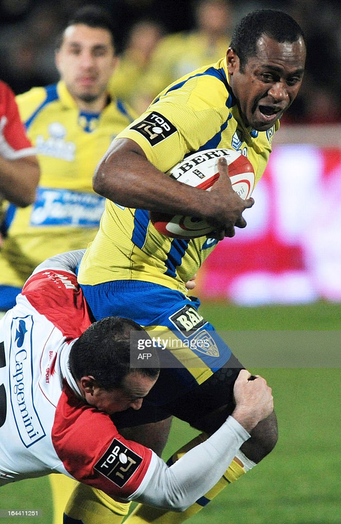 Clermont-Ferrand's winger Sitiveni Sivivatu (R) is tackled by Biarritz's center Benoit Baby during the French Top 14 rugby union match Biarritz vs Clermont-Ferrand on March 23, 2013 at the Aguilera stadium in Biarritz, southwestern France. AFP PHOTO / GAIZKA IROZ
