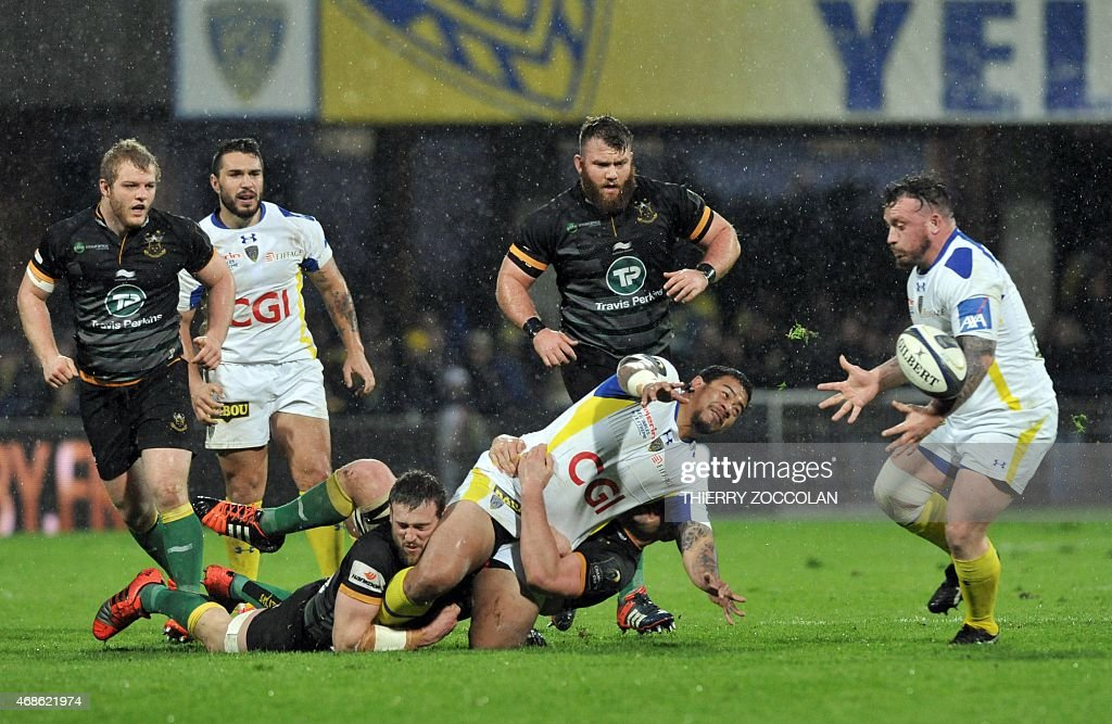 Clermont's Australian hooker John Ulugia (C) tries to pass the ball to Clermont's French prop <a gi-track='captionPersonalityLinkClicked' href=/galleries/search?phrase=Thomas+Domingo&family=editorial&specificpeople=4651174 ng-click='$event.stopPropagation()'>Thomas Domingo</a> (R) during the European Rugby Champions Cup 1/4 final match between Clermont and Northampton on April 4, 2015 at the Michelin stadium in Clermont-Ferrand, central France.