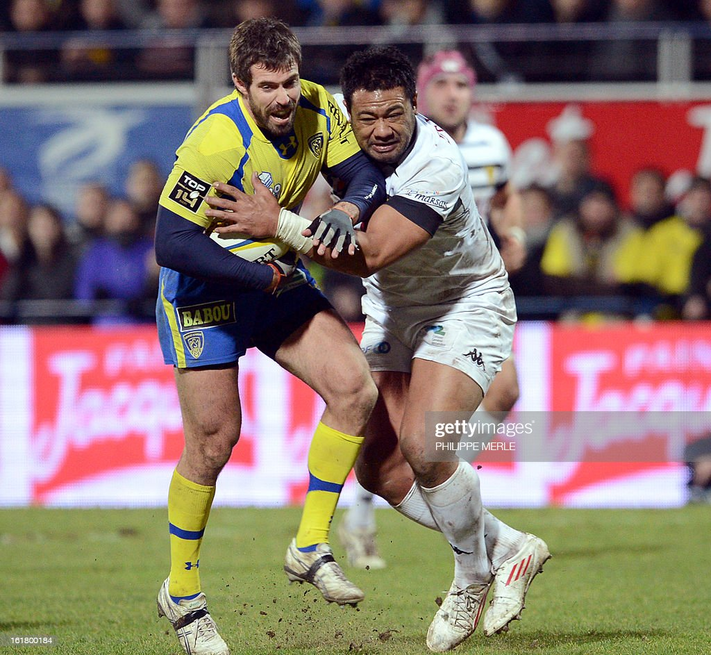 Clermont's Australian outside half Brock James (L) vies with Mont-de-Marsan's Tongan flanker Haisini Taulanga during the French Top 14 rugby union match between Clermont-Ferrand and Mont-de-Marsan on February 16, 2013 at the Marcel Michelin Stadium in Clermont-Ferrand.