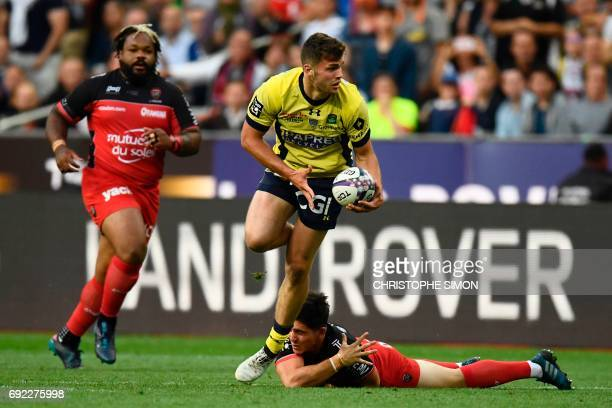 Clermont's centre Damien Penaud runs with the ball during the French Top 14 rugby union final match Clermont vs Toulon on June 4 2017 at the Stade de...