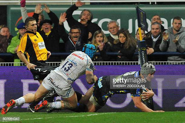 Clermont's centre Jonathan Davies scores a try during the EuropeanChampions Cup rugby union match Clermont vs Exeter at the Michelin stadium in...