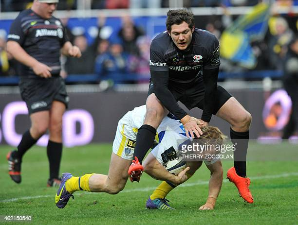 Clermont's Dutch fullback Nick Abendanon scores a try during the European Champions Cup rugby union match Clermont vs Saracens at the Michelin...