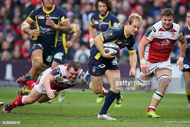 Clermont's English wing Nick Abendanon runs in a try as Ulster's Andrew Warwick tries to make a tackle during the European Rugby Champions Cup rugby...