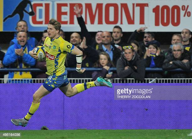 Clermont's English winger David Strettle rides to score a try during the French Union Rugby match between ASM Clermont and Castres Olympique on...