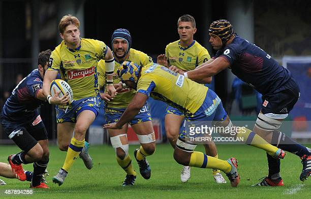 Clermont's English winger David Strettle runs with the ball during the French Union Rugby match between Clermont and Bordeaux on September 12 2015 at...