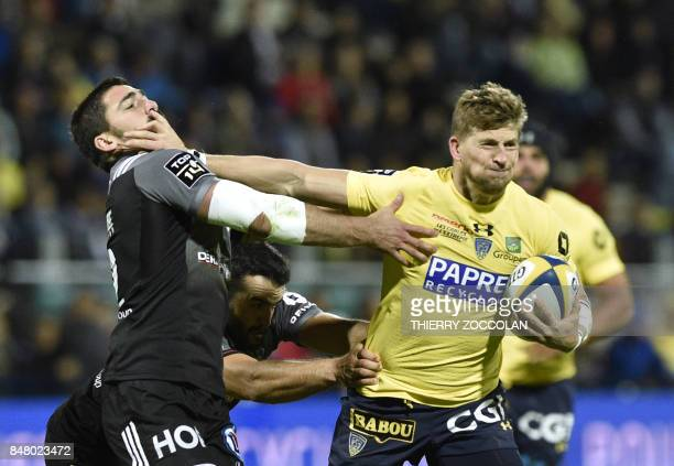 TOPSHOT Clermont's English winger David Strettle runs with the ball during the French rugby union match between ASM Clermont and CA Brive at Michelin...