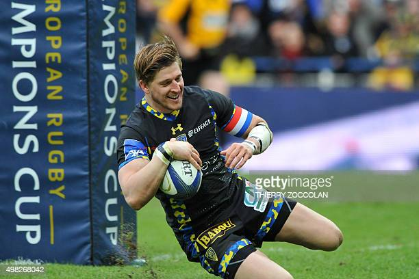 Clermont's English winger David Strettle scores a try during the European Rugby Champions Cup Clermont vs Ospreys at the Michelin stadium in...