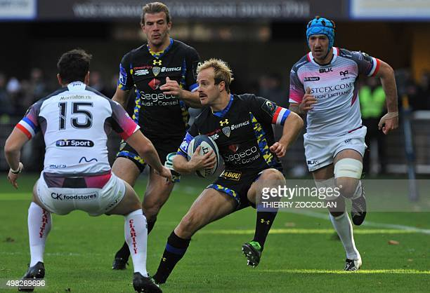 Clermont's English winger Nick Abendanon runs with the ball during the European Rugby Champions Cup Clermont vs Ospreys at the Michelin stadium in...