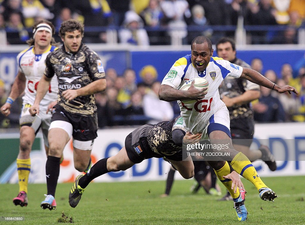 Clermont's Fijian winger Sitiveni Sivivatu (R) tries to escape the tackle during the European Cup rugby union match ASM Clermont-Auvergne vs Montpellier Herault Rugby at the Marcel Michelin stadium on April 6, 2013 in Clermont-Ferrand, central France.