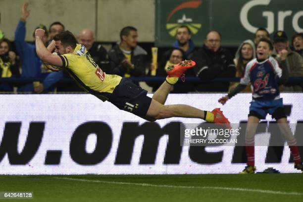 Clermont's French centre Damian Penaud scores a try during the French Top 14 rugby union match ASM Clermont vs AB Bayonne at the Michelin stadium in...
