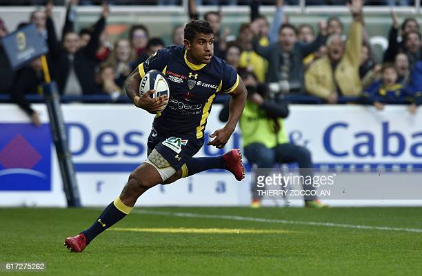 Clermont's French centre Wesley Fofana scores a try during the European Rugby Champions Cup rugby match between Clermont and Bordeaux Begles at the...
