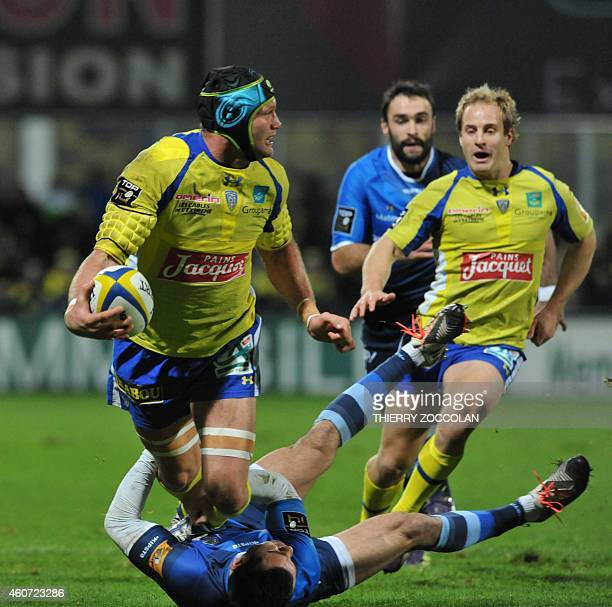 Clermont's French flanker Julien Bonnaire passes the ball during the French Union Rugby match ASM Clermont vs Castres Olympique at the Michelin...