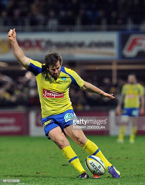 Clermont's French flyhalf Camille Lopez hits a penalty kick during the French Union Rugby match ASM Clermont vs ST Toulouse at the Michelin stadium...