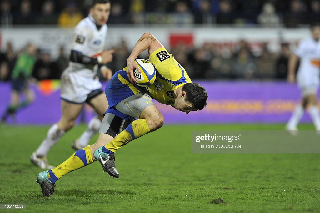 Clermont's French fullback Anthony Floch runs with the ball during the French Top 14 rugby union match ASM Clermont Auvergne vs. US Agen at the Marcel Michelin stadium on March 30, 2013 in Clermont-Ferrand.
