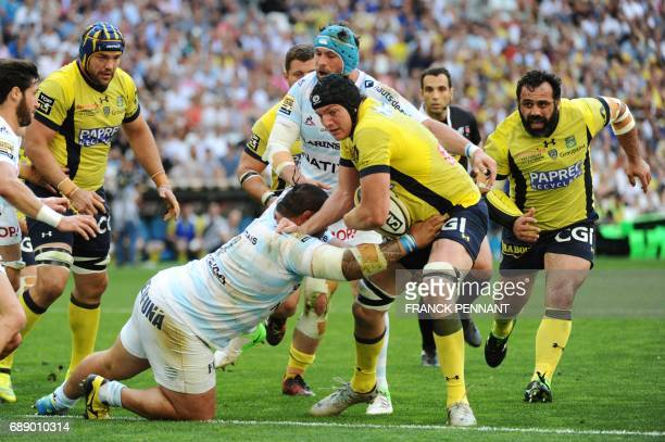 Clermont's French lock Arthur Iturria vies with Racing 92 New Zealand prop Ben Tameifuna during the French Top 14 union semifinal rugby match between...