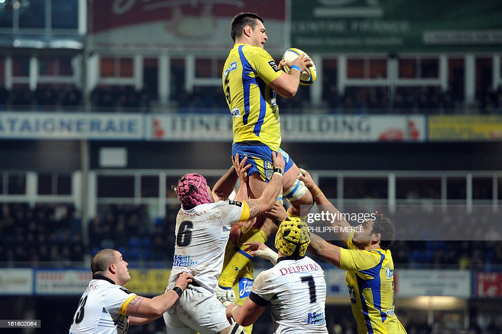 Clermont's French lock Loic Jacquet (C) grabs the ball in a line-out during the French Top 14 rugby union match between Clermont-Ferrand and Mont-de-Marsan on February 16, 2013 at the Marcel Michelin stadium in Clermont-Ferrand.
