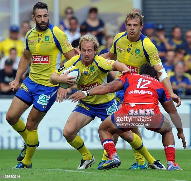 Clermont's fullback Nick Abendanon runs with the ball during the French Top 14 rugby union match between ASM ClermontAuvergne and Grenoble on August...
