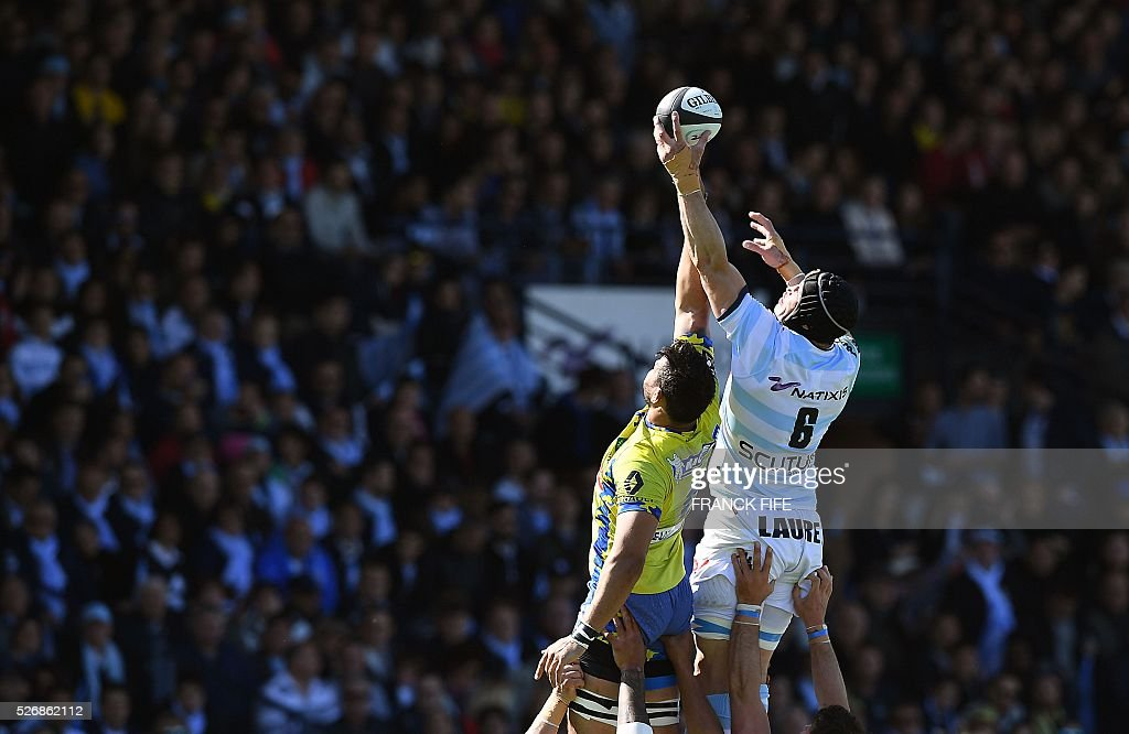 Clermont's Georgian flanker Viktor Koleishvili (L) and Racing Metro 92 French flanker Wenceslas Lauret jump for the ball in line out during the French Top 14 rugby union match between Racing Metro 92 vs Clermont at Yves du Manoir stadium in Colombes on May 1, 2016. / AFP / FRANCK