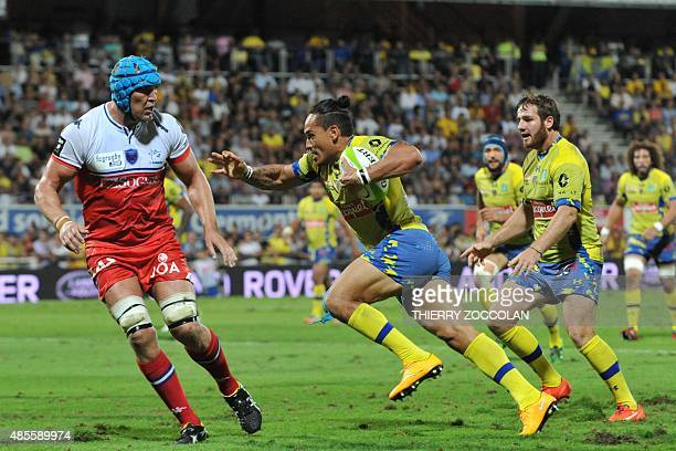 Clermont's South African winger Hosea Gear runs with the ball during the French Union Rugby match between ASM Clermont and FC Grenoble at the...