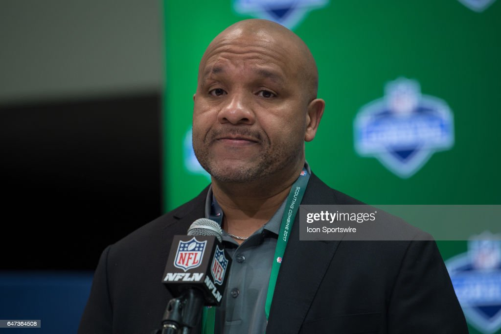 Cleveland Browns head coach Hue Jackson at the podium during the NFL Scouting Combine on March 2, 2017 at Lucas Oil Stadium in Indianapolis, IN.