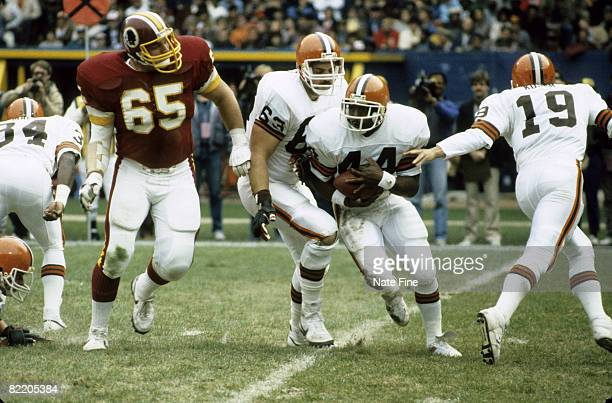 Cleveland Browns running back Earnest Byner takes the handoff from quarterback Bernie Kosar during the Browns 147 loss to Washington Redskins on...