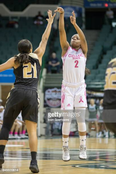 Cleveland State Vikings F Ashanti Abshaw shoots over Oakland Golden Grizzlies G Nola Anderson during the first quarter of the women's college...