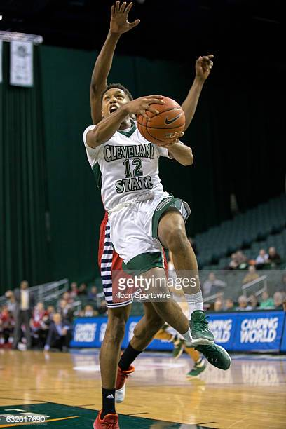 Cleveland State Vikings G Kasheem Thomas drives to the basket past UIC Flames F/C Tai Odiase during the second half of the NCAA Men's Basketball game...