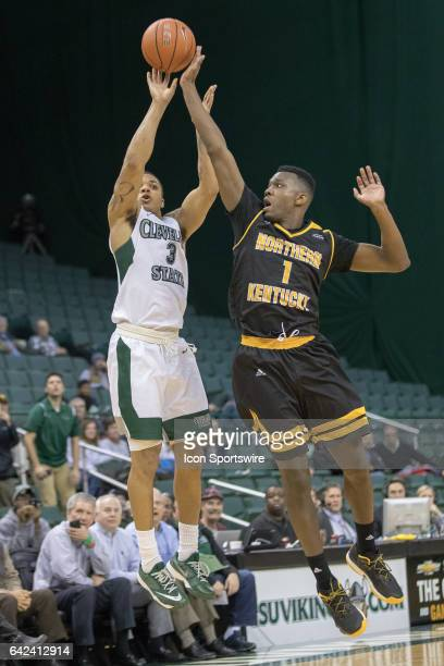Cleveland State Vikings G Rob Edwards misses a shot to tie the game at the buzzer as Northern Kentucky Norse F Jordan Garnett defends during the...