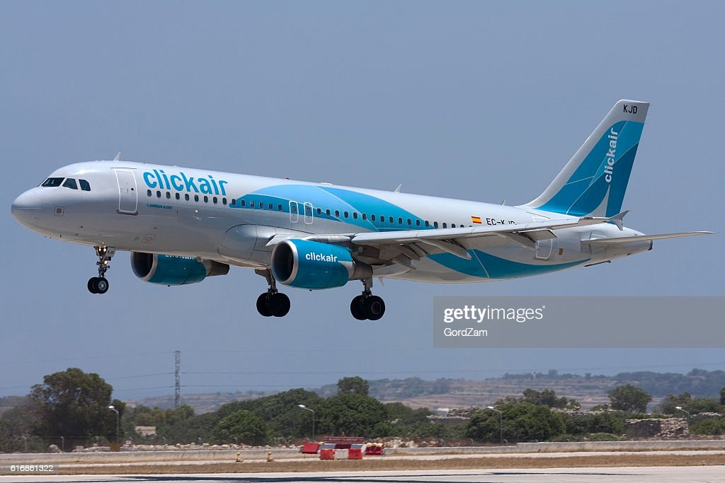 Clickair Airbus on short finals : Stock Photo