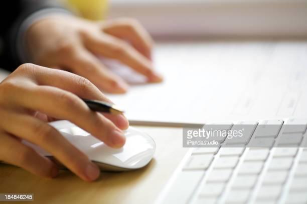 Facendo clic con il mouse e writting documenti