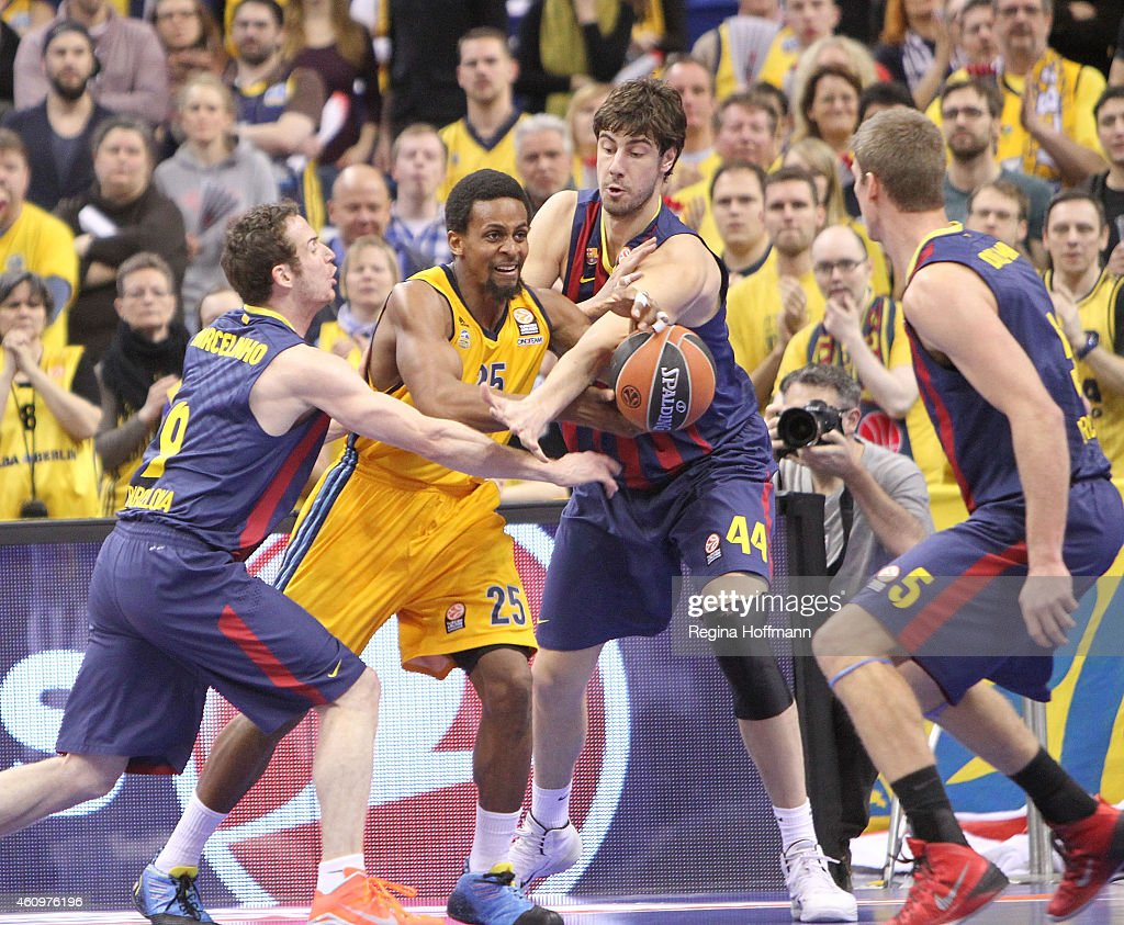Cliff Hammonds, #25 of Alba Berlin competes with Ante Tomic, #44 of FC Barcelona during the Euroleague Basketball Top 16 Date 1 game between Alba Berlin v FC Barcelona at O2 World on January 2, 2015 in Berlin, Germany.