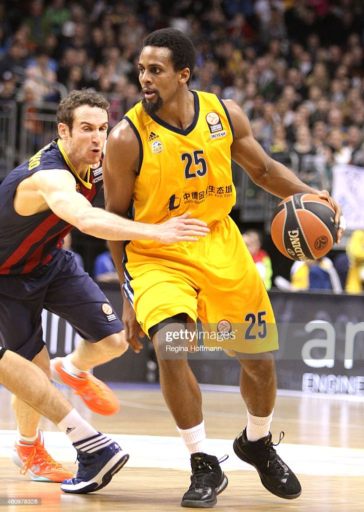 Cliff Hammonds, #25 of Alba Berlin competes with <a gi-track='captionPersonalityLinkClicked' href=/galleries/search?phrase=Marcelinho+Huertas&family=editorial&specificpeople=740271 ng-click='$event.stopPropagation()'>Marcelinho Huertas</a>, #9 of FC Barcelona during the Euroleague Basketball Top 16 Date 1 game between Alba Berlin v FC Barcelona at O2 World on January 2, 2015 in Berlin, Germany.