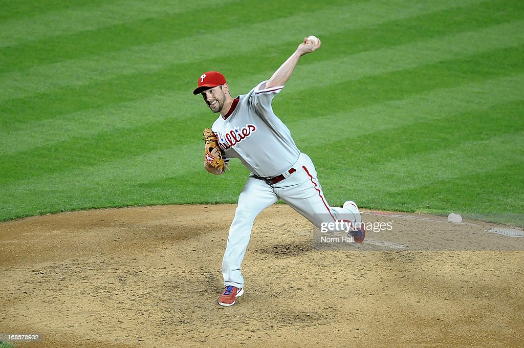 <a gi-track='captionPersonalityLinkClicked' href=/galleries/search?phrase=Cliff+Lee&family=editorial&specificpeople=218092 ng-click='$event.stopPropagation()'>Cliff Lee</a> #33 of the Philadelphia Phillies delivers a pitch against the Arizona Diamondbacks at Chase Field on May 11, 2013 in Phoenix, Arizona. Phillies won 3-1.