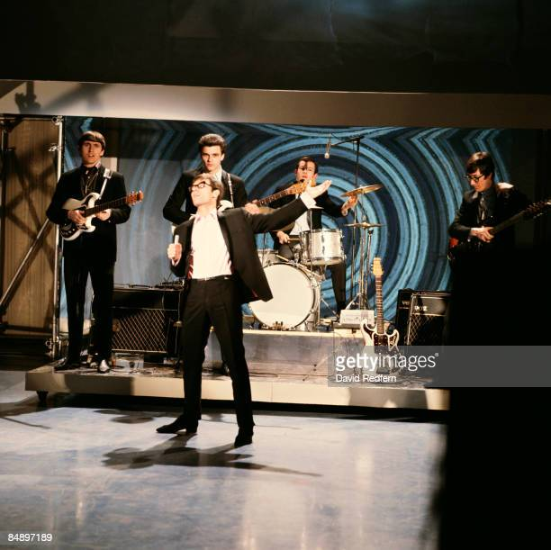 CENTRE Photo of Cliff RICHARD and SHADOWS and Bruce WELCH and John ROSTILL and Brian BENNETT and Hank MARVIN LR Bruce Welch John Rostill Cliff...