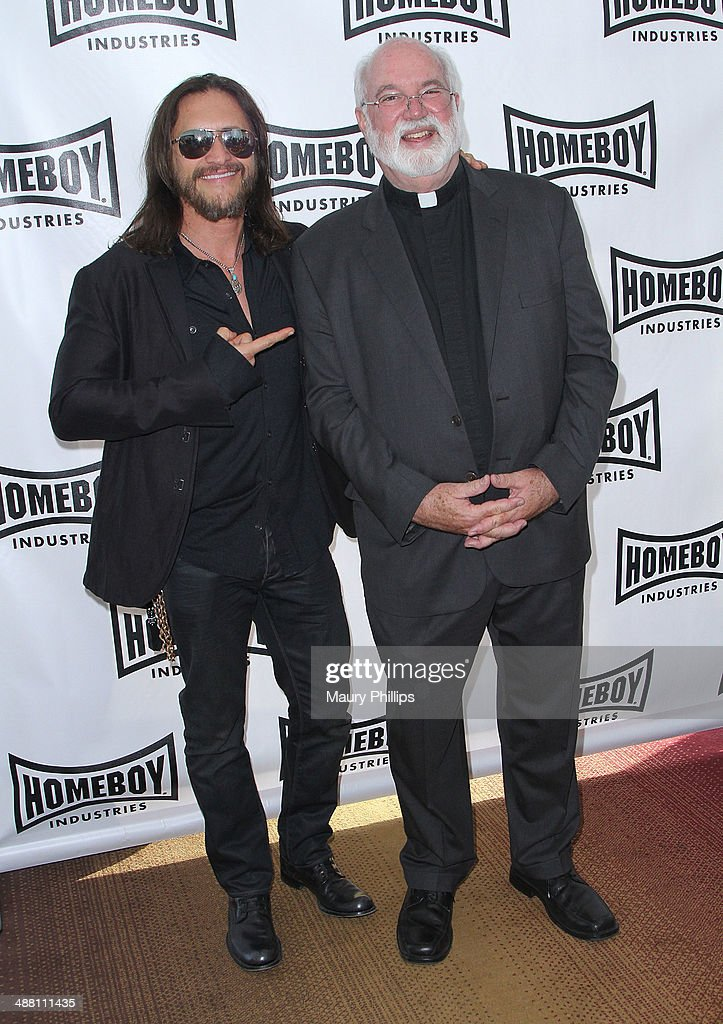 <a gi-track='captionPersonalityLinkClicked' href=/galleries/search?phrase=Clifton+Collins+Jr.&family=editorial&specificpeople=540063 ng-click='$event.stopPropagation()'>Clifton Collins Jr.</a> and Father Greg attend The 2014 Lo Maximo Awards Dinner at JW Marriott Los Angeles at L.A. LIVE on May 3, 2014 in Los Angeles, California.