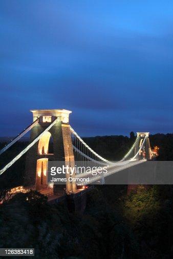 Clifton Suspension Bridge illuminated at night, Bristol. : Stock Photo