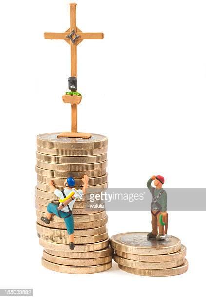 Klettern Sie auf den Turm von Geld Gipfelkreuz
