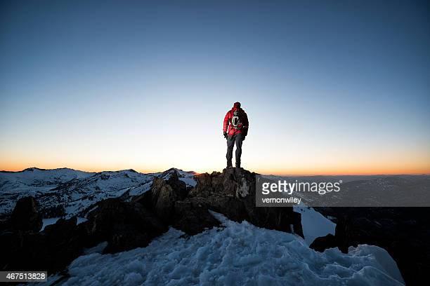 climber sobre la cumbre