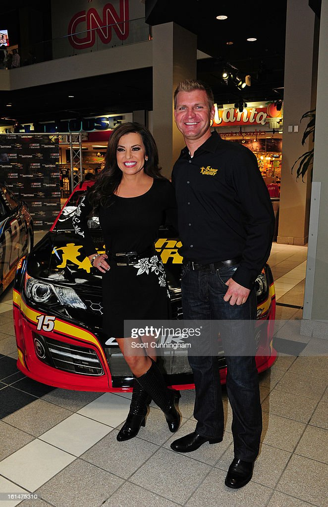 <a gi-track='captionPersonalityLinkClicked' href=/galleries/search?phrase=Clint+Bowyer&family=editorial&specificpeople=537951 ng-click='$event.stopPropagation()'>Clint Bowyer</a>, driver of the #15 5-hour Energy Toyota, poses for a photograph with Robin Meade of CNN Headline News during the Road to Daytona Fueled By Sunoco at CNN Center on February 11, 2013 in Atlanta, Georgia.