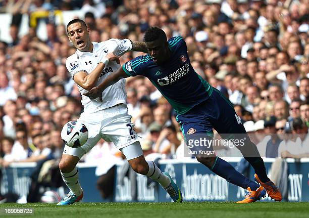 Clint Dempsey battles with Alfred N'Diaye of Sunderland during the Barclays Premier League match between Tottenham Hotspur and Sunderland at White...