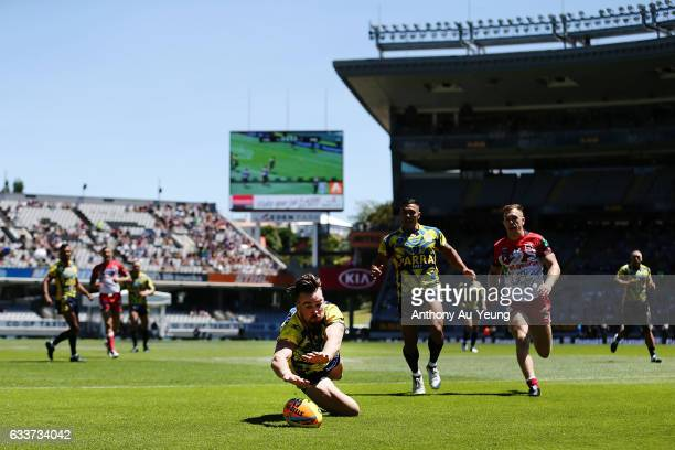 Clint Gutherson of the Eels scores a try during the 2017 Auckland Nines match between the Dragons and the Eels at Eden Park on February 4 2017 in...