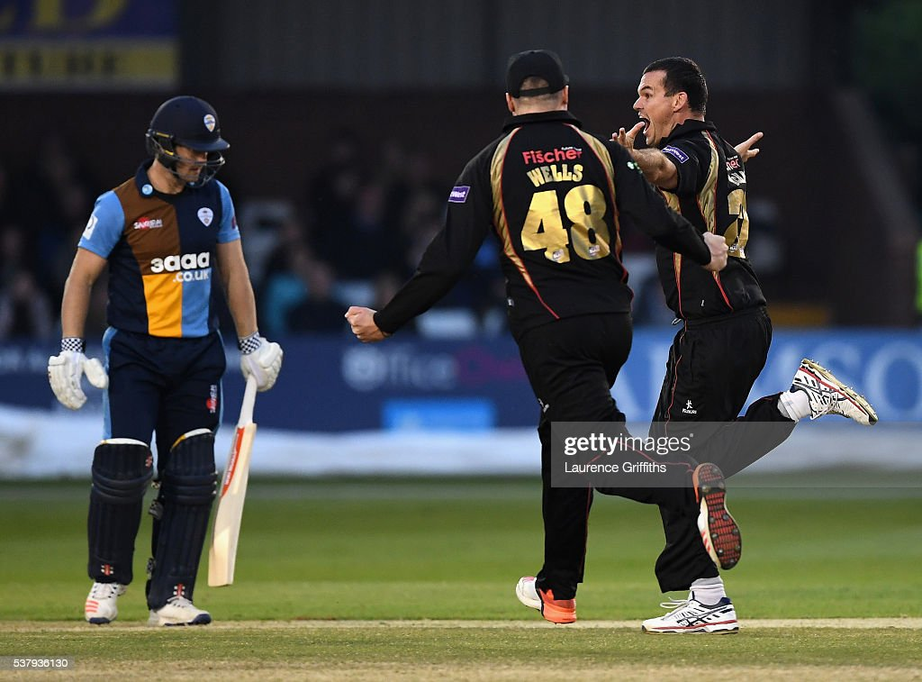 <a gi-track='captionPersonalityLinkClicked' href=/galleries/search?phrase=Clint+McKay&family=editorial&specificpeople=4083690 ng-click='$event.stopPropagation()'>Clint McKay</a> of Leicestershire celebrates the wicket of <a gi-track='captionPersonalityLinkClicked' href=/galleries/search?phrase=Neil+Broom&family=editorial&specificpeople=887253 ng-click='$event.stopPropagation()'>Neil Broom</a> of Derbyshire during the NatWest T20 Blast match between Derbyshire Falcons and Leicestershire Foxes at The County Ground on June 3, 2016 in Derby, England.