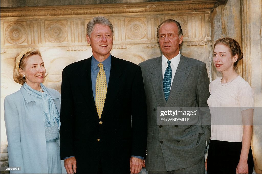 ¿Cuánto mide Hillary Clinton? - Real height Clinton-visited-the-alhambra-with-juan-carlos-and-sofia-in-grenade-picture-id108565573