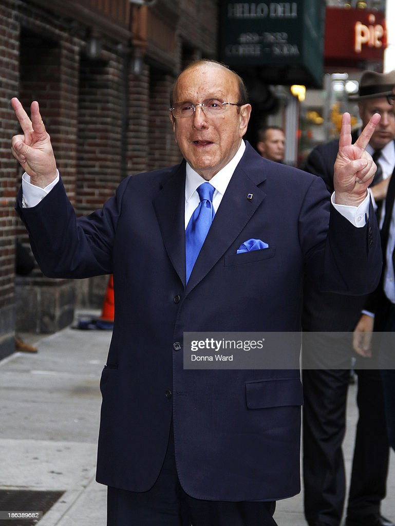 <a gi-track='captionPersonalityLinkClicked' href=/galleries/search?phrase=Clive+Davis&family=editorial&specificpeople=209314 ng-click='$event.stopPropagation()'>Clive Davis</a> arrives for the 'Late Show with David Letterman' at Ed Sullivan Theater on October 30, 2013 in New York City.