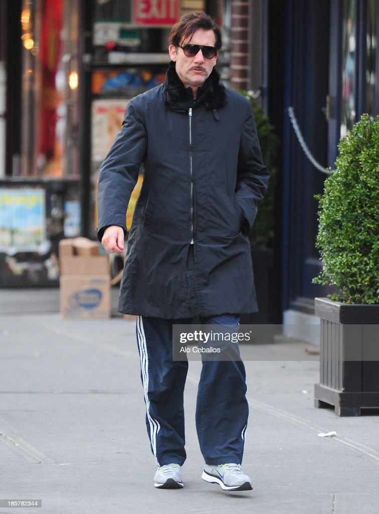 <a gi-track='captionPersonalityLinkClicked' href=/galleries/search?phrase=Clive+Owen&family=editorial&specificpeople=201515 ng-click='$event.stopPropagation()'>Clive Owen</a> is seen in Soho on October 24, 2013 in New York City.